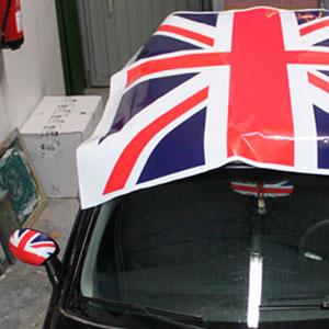 Rotulación Mini con bandera inglesa en el techo y retrocisores
